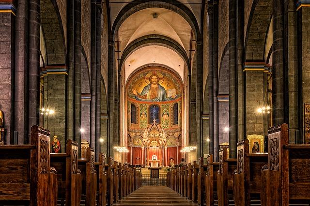 oltář v kostele