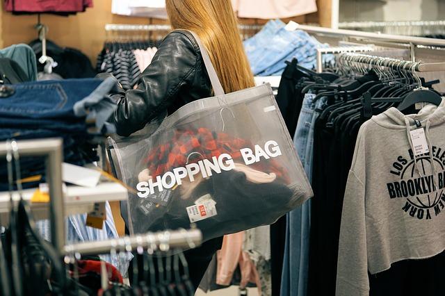 na nákupu oblečení