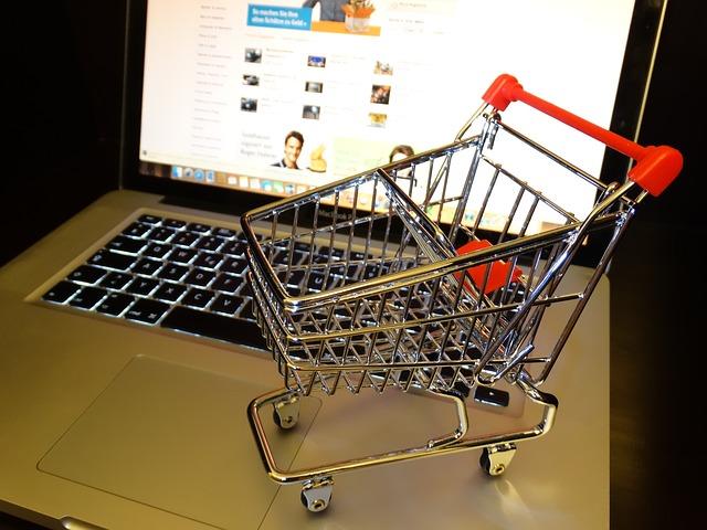 nákupní košík a nákup nainternetu