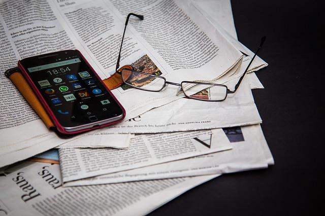 brýle a mobil
