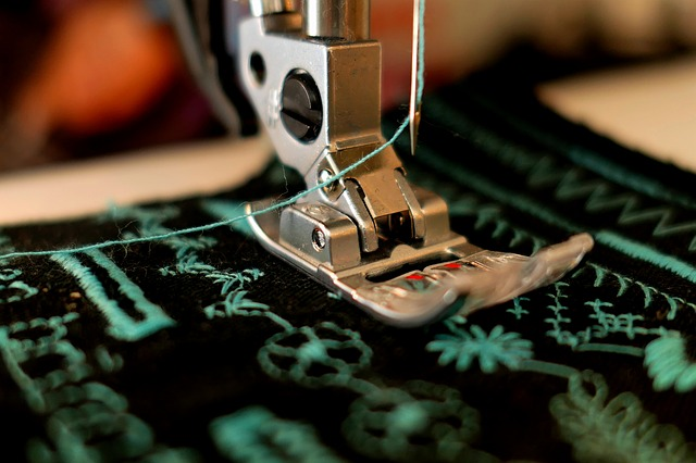 šití na šicím stroji