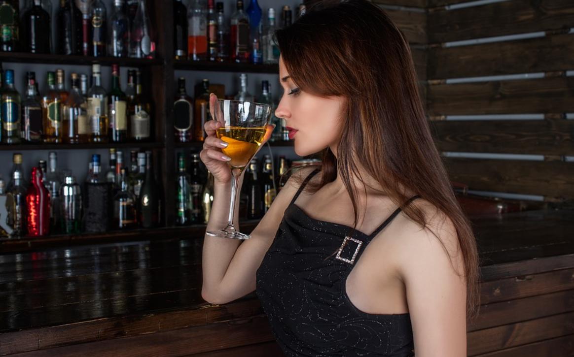 víno a žena